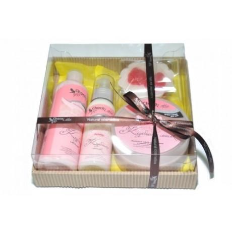 Набор подарочный для тела и душа КЛУБНИКА-МИЛК (пенка, молочко, скрабби, мыло) TM ChocoLatte